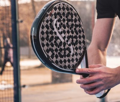 Bromma-padel-bild-racket-scaled.jpg